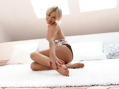 Alluring blonde Sasha fingers her coochie and bumhole in hot solo clip