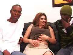Vivian Ivy does everything to please two black studs in MMF clip