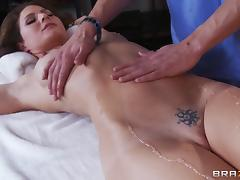 Fit body pornstar Jenni Lee gets a massage with a hardcore ending