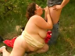 BBW brunette fucking outdoor