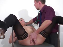 Doc gyneco se tape une salope blonde