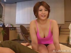 The gorgeous Oshikawa Yuri uses her hands to get a guy off