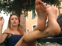 While out in public these hottie has some foot fetish fun