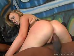 Busty cowgirl getting her nice ass drilled in enticing interracial shoot