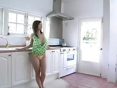 KITAKURA Hitomi in the kitchen