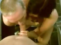 coppia succhia l'amico