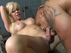 A white shemale gets her anus fucked by a giant black rod
