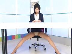 Naughty girl Aori Kirishima reads the news and masturbates