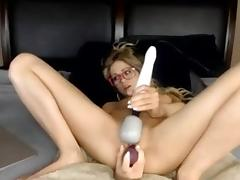 Skinny girl squirts