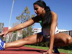 Smoking hot track babe works up a sweat them makes herself cum