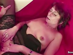 Mutti erwischt Stief Sohn beim Porno gucken