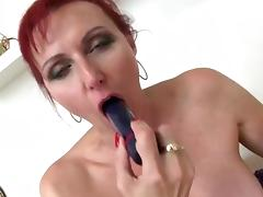 Sexy mature slut mom with hungry vagina