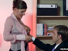 Office babe Nicole Poleski wants to get ahead at work