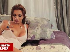 Bigboobed tranny Jessy Dubai masturbates