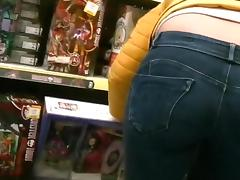 1fuckdatecom Candid milfs bent over in jeans