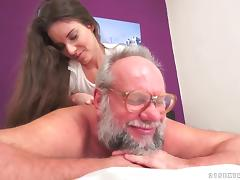 Shaved pussy milf had a handjob waiting real  Old and Young sex