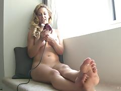 Appealing blonde with a lot of experience gives herself the vibrations