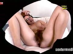 Kokusmatte masturbiert vor der Spycam