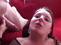 An incredibly lucky nerd gets blown by a very hot punker girl