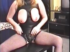 UK MILF masturbates