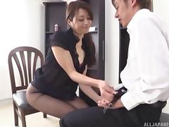 Talented Japanese girl uses her mouth to make a lucky guy cum