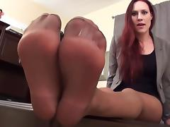 Jerk Off To My Pantyhosed Feet!