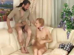 Daddy fucks his skinny daughter !