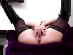 Mature mom wants to get fucked in all holes