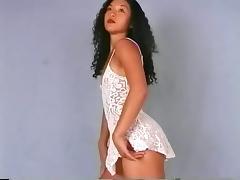 Arousing Asian girl in stockings exposes her sweet buttocks