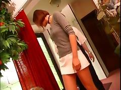 Femme prise par plombier