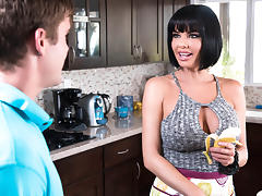 Veronica Avluv & Buddy Hollywood in Banana Nut Muffin - Brazzers