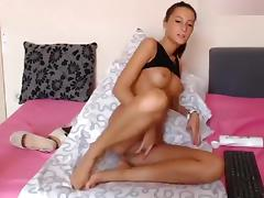 Pretty Kittydoll20 fondles her vagina and plays a vibrator