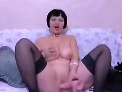 Mature brunette Shalunya fucks her pussy