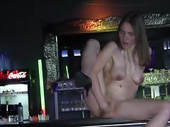 Faustfick auf der Bar