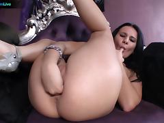 Sexy Aylin Brown solo fisting