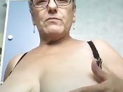 Mon amour me montre ses seins