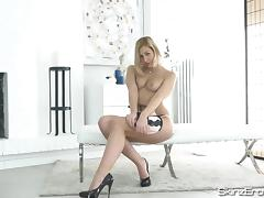 Tracy Lindsay - Curvy Czech Girl Masturbating
