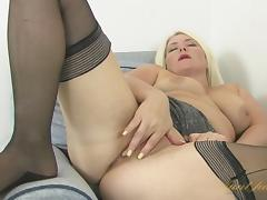 Amber Jewell in Masturbation Movie - AuntJudys