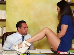 Lucky dude giving his cock to mind-blowing chicks at the office