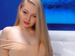 Horny Amateur Chick Get Naked and Masturbate