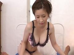 Japanese bimbo in bra withstanding heavy bangs hardcore