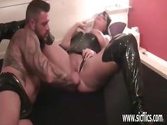 Amateur milf fist fucked by huge bodybuilder