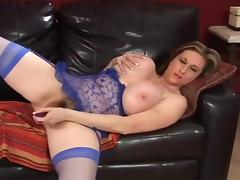 Kitty Lee Chubby Amateur Fingering
