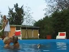 Hotti lesbian sex at the pool with Mary, Juli and Nelli