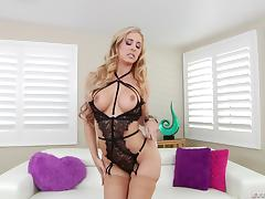 Intense fistnig andasshole bashing for Cherie Deville