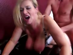 Mature kinky sex bomb fucks young boy