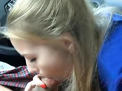 Scarlett Sage gives head in the car