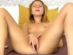Sexy girl masturbate and cum