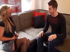 Deutsche milf gibt jungschwanz nachhilfe in sachen sex