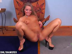Sofia fingers her horny hairy snatch